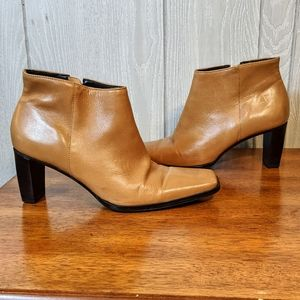 EUC VTG Etienne Aigner leather booties sz 6M